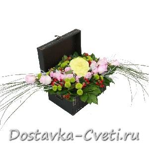 """Цветочная композиция """"Сундучок"""""""